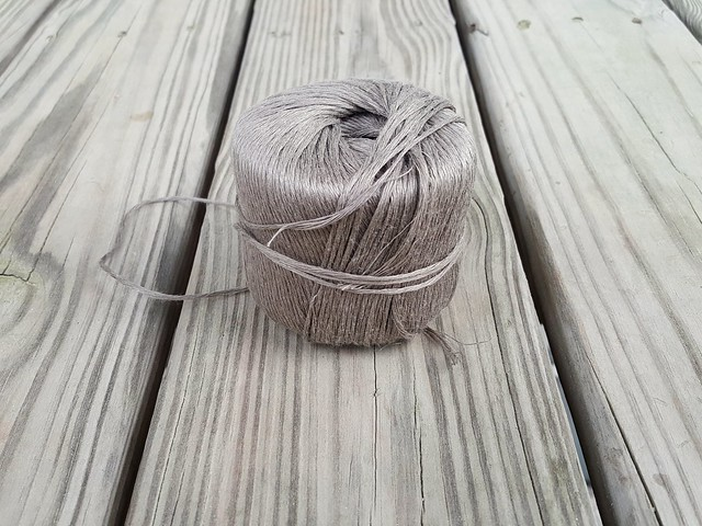 A taupe linen yarn saves the day