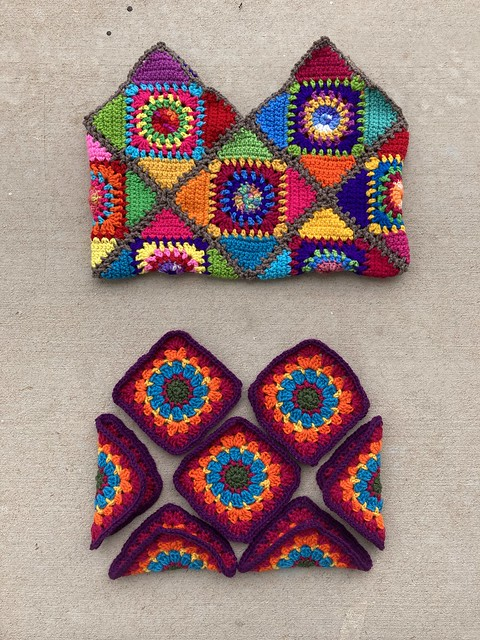 Ten granny squares that want to be crochet purse