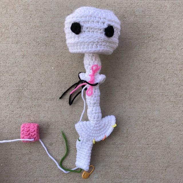 The Mr Bones Headz crochet skeleton takes shape