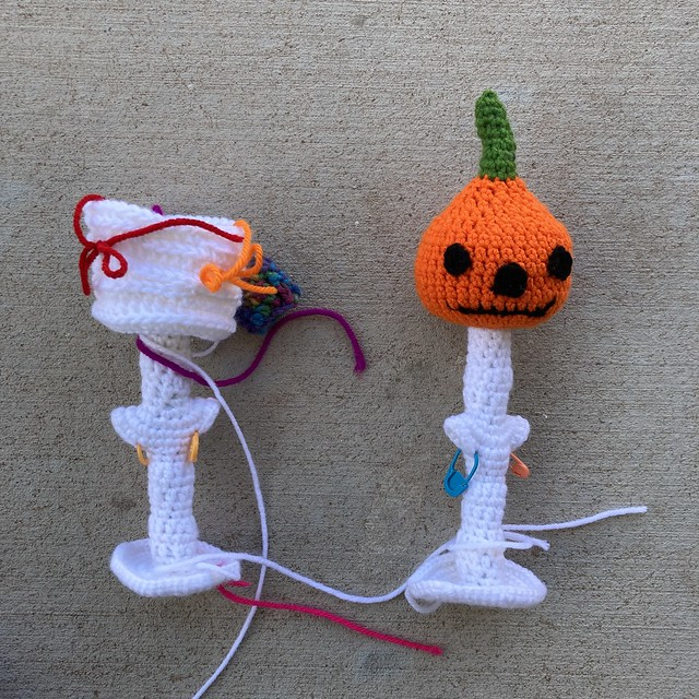 two crochet heads for Halloween